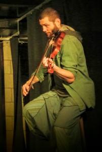 Miguel an der Geige - (Foto: Elena Sebening)